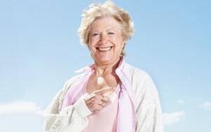 Foto mulher alegre - Microfisioterapia